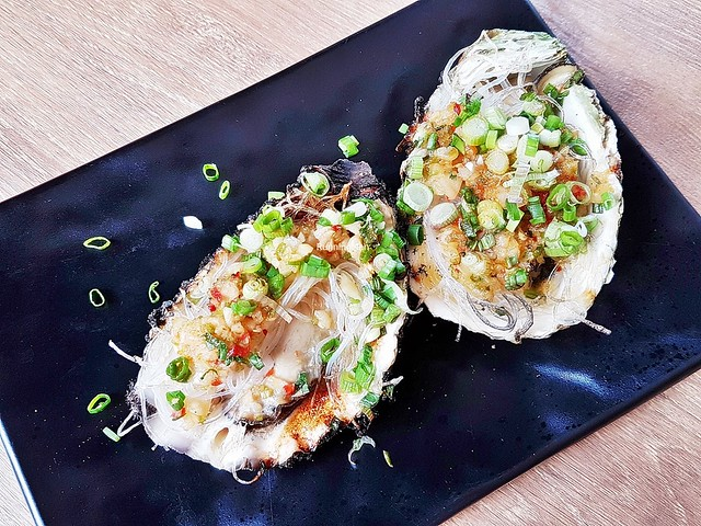 Grilled Oyster With Minced Garlic