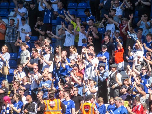 Fans applaud