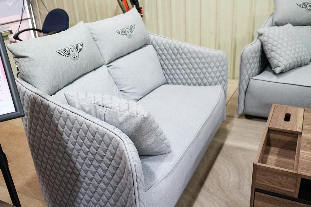 享坐沙發 (64)