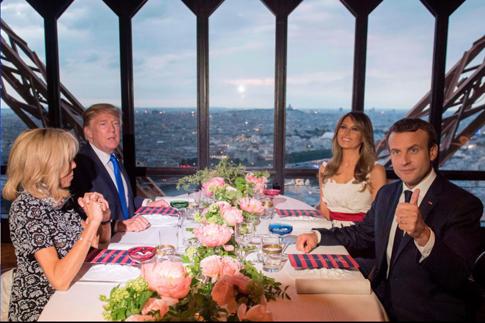 18d24 Foto Saul Loeb AFP Jueves 13 julio 2017 Emmanuel Macron Donald Trump y sus esposas cenan en el restaurante de la Torre Eiffel AFP Uti 485
