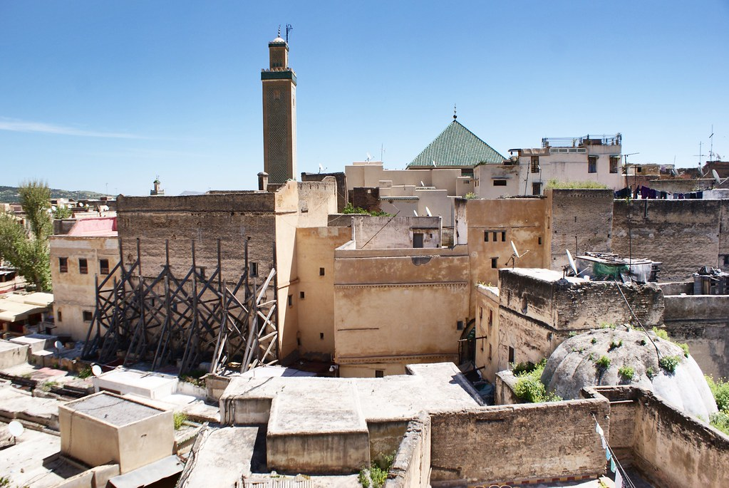 Mosquées à Fès : Mosquée Karaouiyne depuis le café du musée Najjarine.