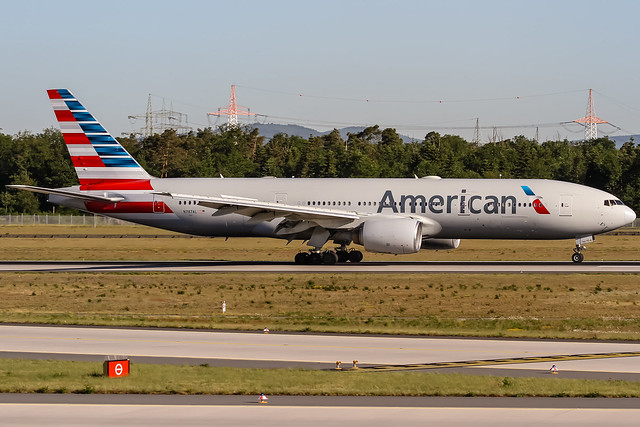 N787AL American Airlines Boeing 777-223(ER) coming in from Dallas (DFW) @ Frankfurt (FRA) / 08.05.2018