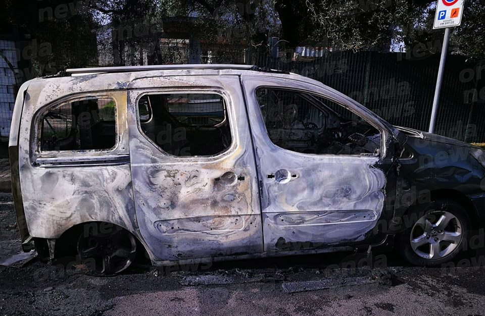 auto incendiata villammare4
