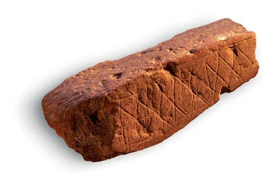 شكل (2)نحت غائر على الصخر باشكال هندسية رمزية، كهف بولومبوس، ساحل جنوب افريقيا، 70,000 ق.م