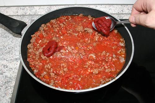21 - Tomatenmark einrühren / Add tomato puree