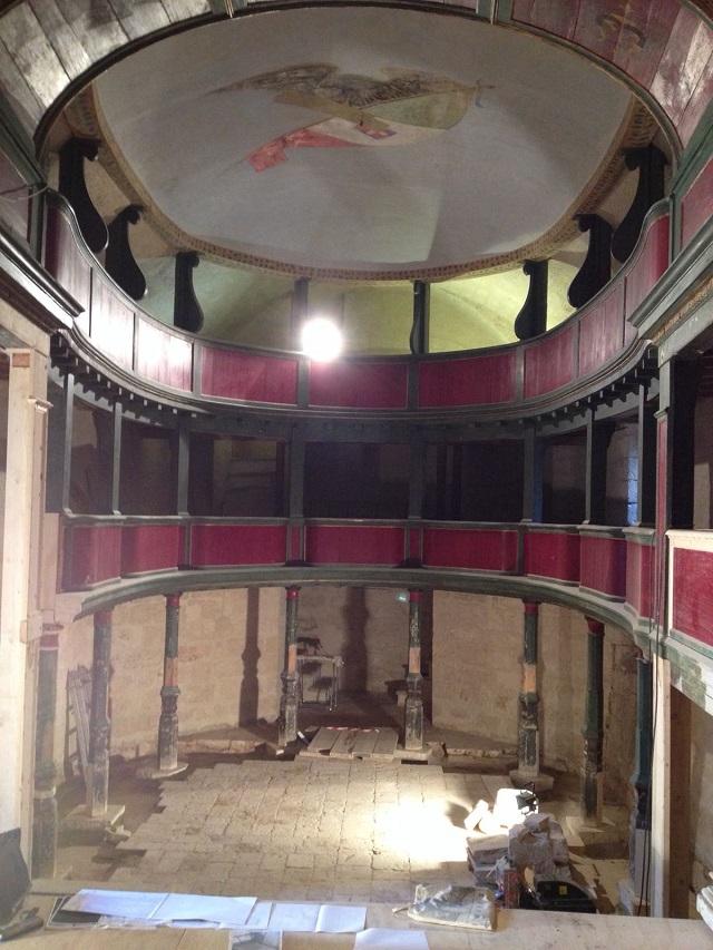 Noicattaro. teatro intero