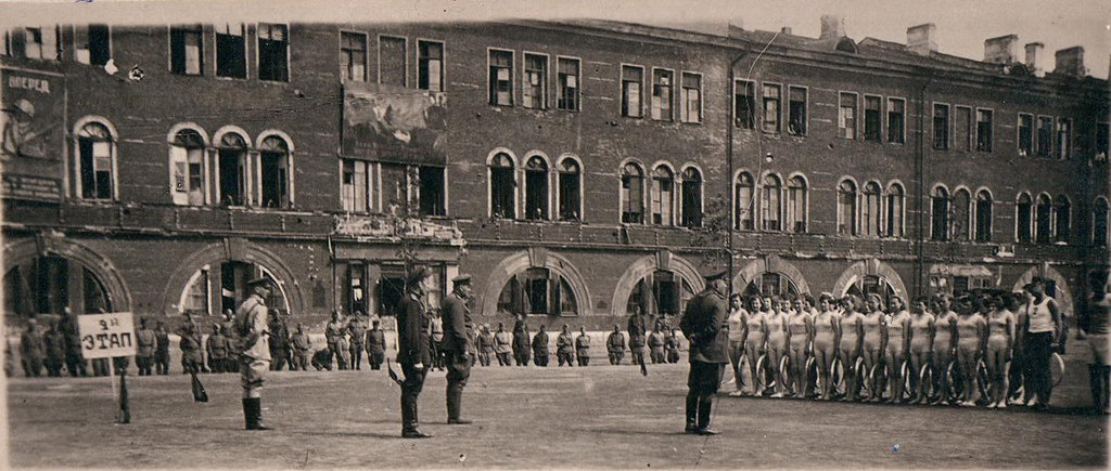 1943 Построение женского батальона перед спортивным выступлением