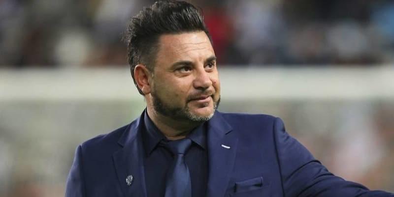 http://cafegoal.com/berita-bola-akurat/celta-menunjuk-antonio-mohamed-sebagai-pelatih-baru/