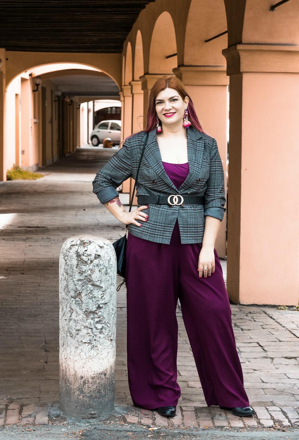 outfit curvy plus size pantaloni palazzo viola e blazer principe di galles (3)