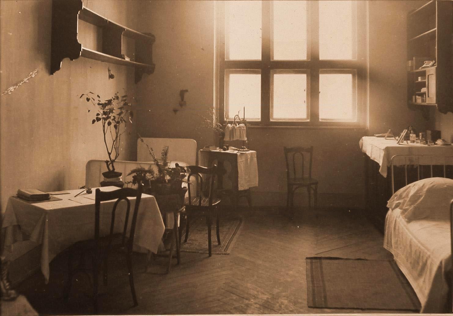 23. Вид части комнаты сестер милосердия в помещении госпиталя