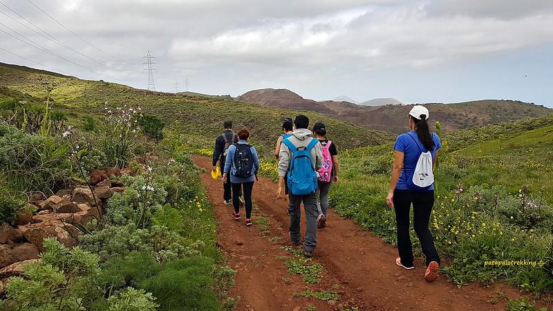 22 Camino entre montañas de Caldereta y Las Trigueras