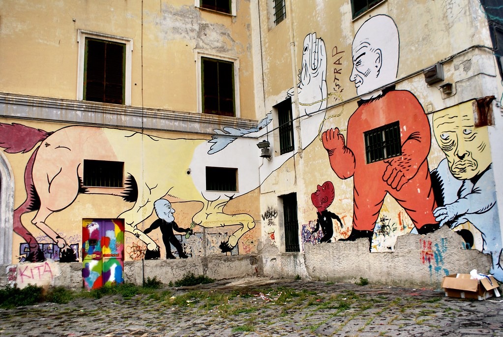 Street art avec un cheval malmené à Naples.