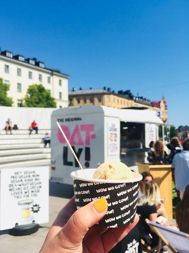 oatly vegan nicecream free sampling, stockholm, may 2018