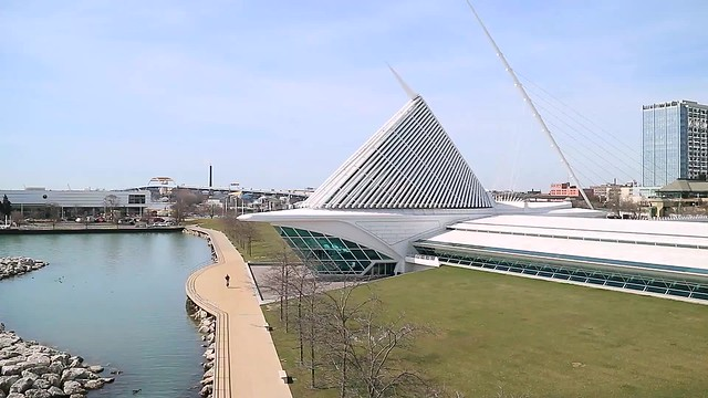 The Morning Opening of the Burke Brise de Soleil at Milwaukee Art Museum (4x speed video)