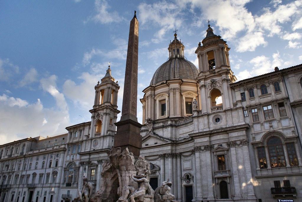 Piazza Navona et église Sainte-Agnès-en-Agone à Rome.