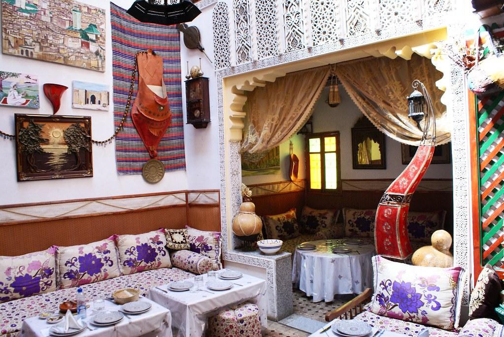 Restaurant Ali Baba, un des attrapes touristes les plus magnétiques de la Médina de Fès.