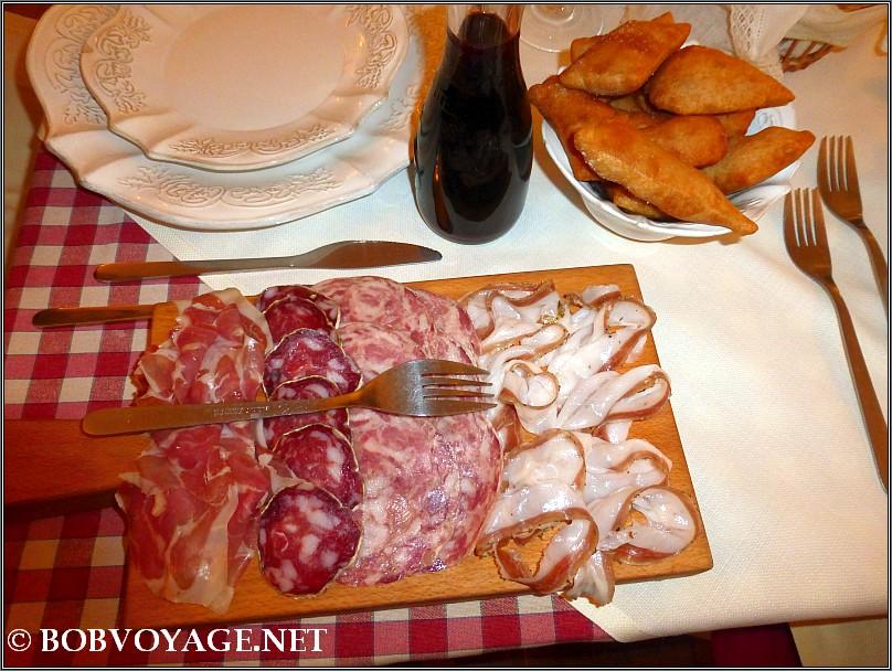 ארוחת הצהריים ב-חוות חזירים Parva Domus
