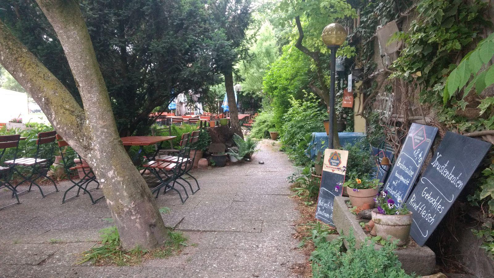 Biergarten der Alten Taverne in Würding