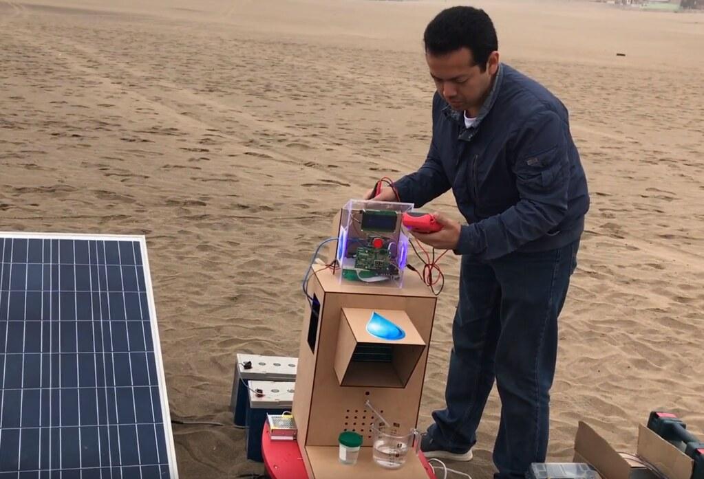 Pukio y panel solar
