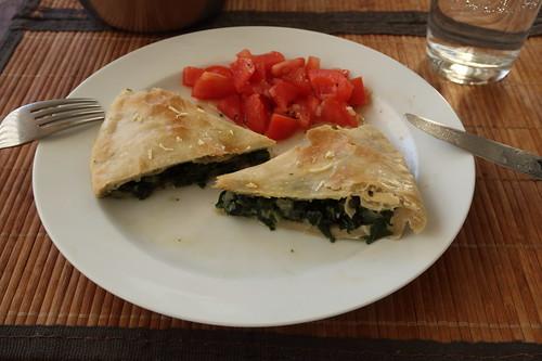 Mein 3. und 4. Achtel vom Soparnik mit Tomatensalat