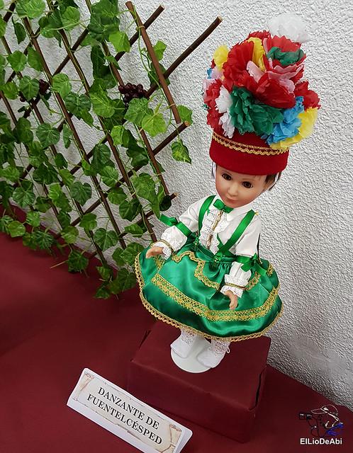 Colección en miniatura de los trajes tradicionales en la provincia de Burgos  (20)