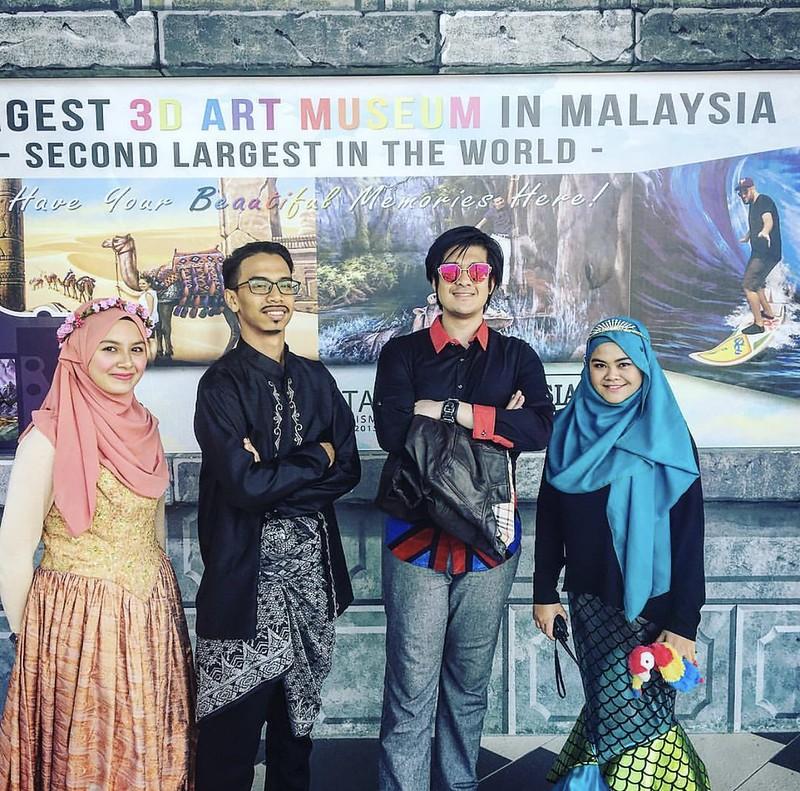 Dazrin berada di Muzium 3D Langkawi