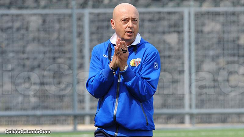 Mister Pulvirenti durante la gara dello scorso sabato, Catania-Trapani 1-0