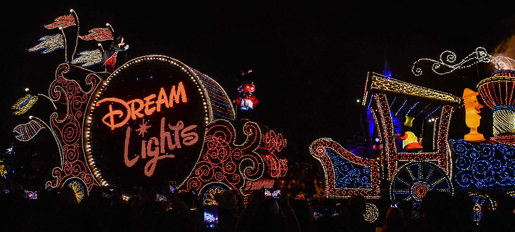Dreamlights float train drum TDL
