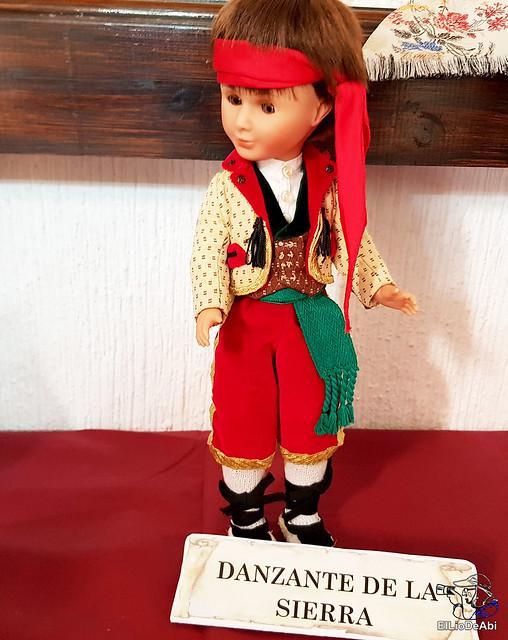 Colección en miniatura de los trajes tradicionales en la provincia de Burgos  (7)