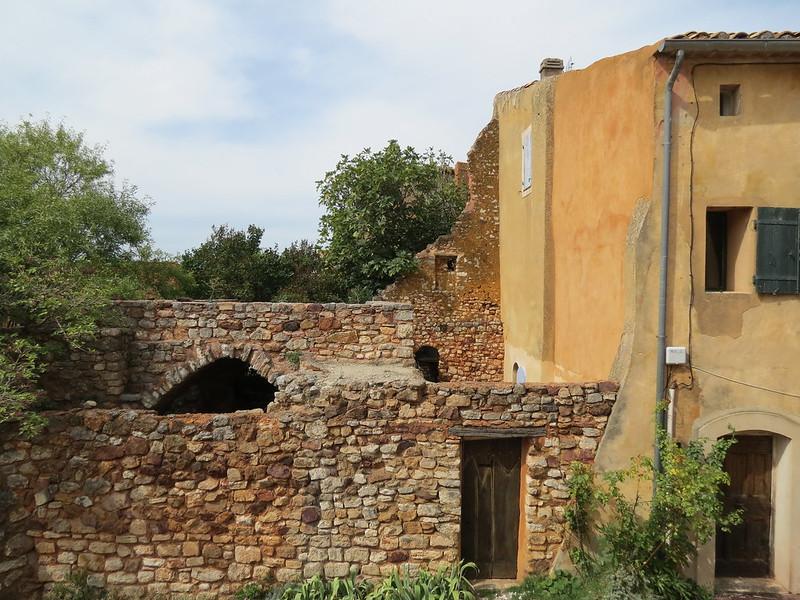 Les ruines d'une maison à Roussillon<br /> IMG_9435
