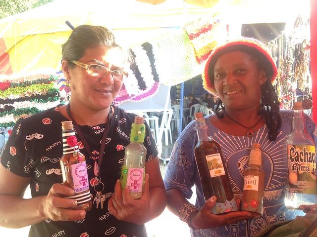 Feira | Carli Selda e Rosilene Cereja contam sobre a produção da cachaça de jambu