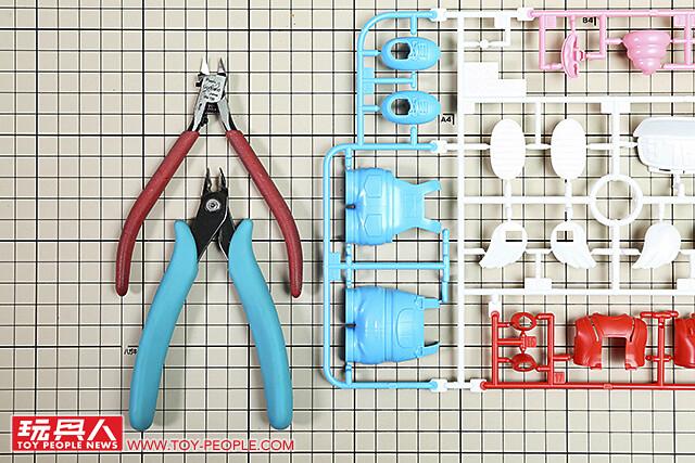 企鵝村的頑皮機器人 Figure-rise Mechanics 則捲阿拉蕾