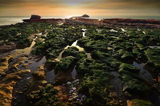 Quand le soleil se couche dans la baie d'Etretat (France)