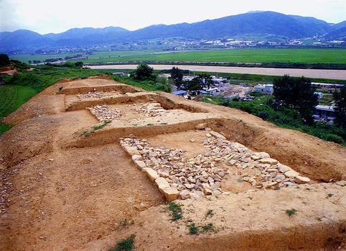 발굴된 병영성벽