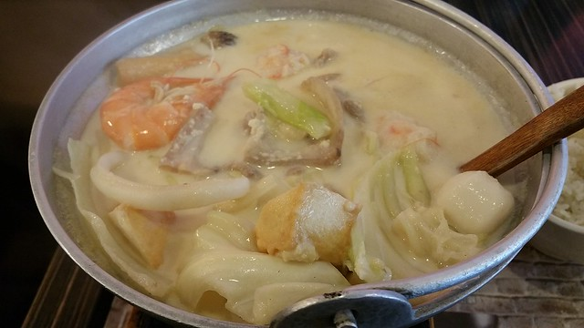 2018-May-20 Pearl Castle Cafe (Metrotown) - cheese milk seafood and pork hot pot
