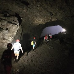 天坑下有森林,而洞穴下有河流,卻只聽其聲而不見水,走著走著前方光來了! 【浪遊旅人】https://ift.tt/1zmJ36B #backpackerjim #underground #cave #forest #vertical #limestone #jomblang #yogyakarta #indonesia