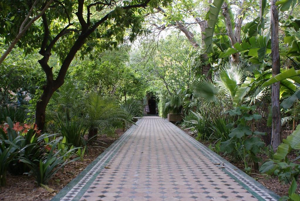Allées du jardin arabo-andalou de Biehn à Fès.