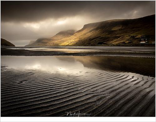 atlantischeoceaan eilanden faroe faroer fã¸royar landschap oceaan fjord haven baai sã¸rvã¡gur zonsondergang wolken