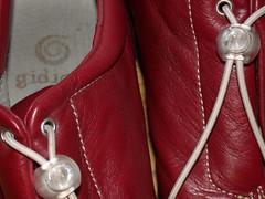 handbag(0.0), high-heeled footwear(0.0), limb(0.0), leg(0.0), pink(0.0), footwear(1.0), shoe(1.0), red(1.0), maroon(1.0), leather(1.0),