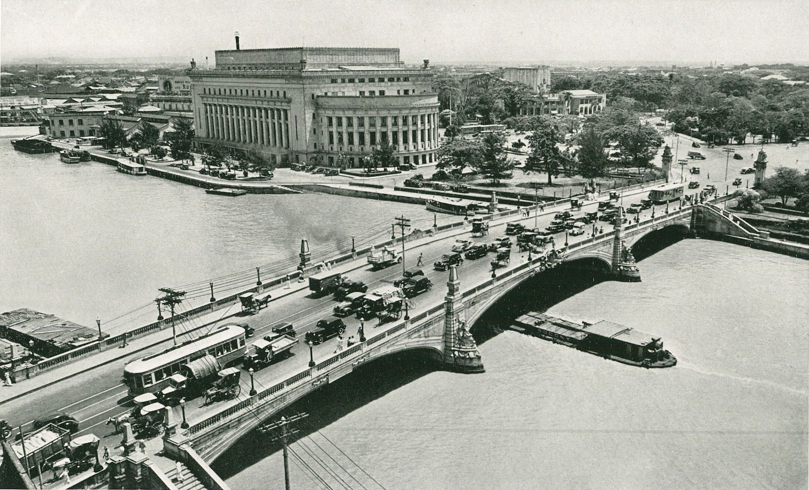 An example of David Burnham's City Beautiful plan is seen in this view of the Manila Central Post Office and Jones Bridge, circa 1930s.