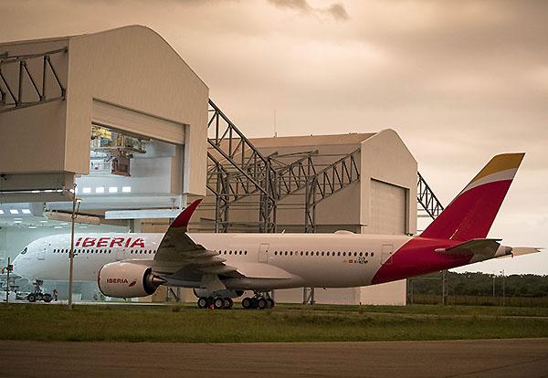 Iberia A350-900 sala de pintura (Iberia)