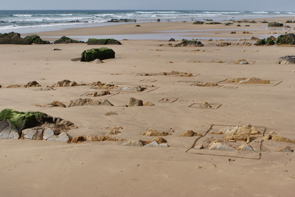 Jeu de plage : Dessiner des carrés autour des rochers. Me suis bien amusé :)