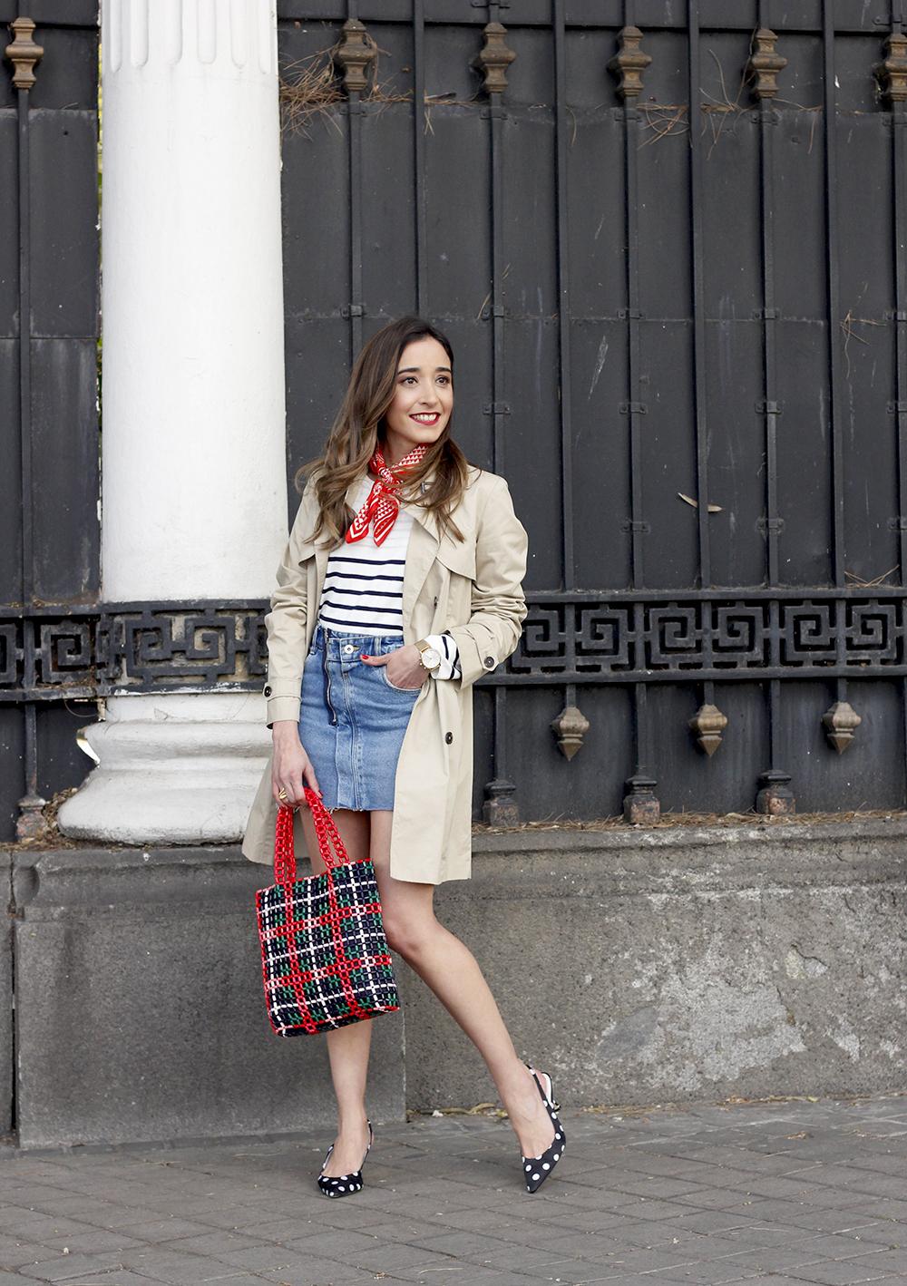 trench outfit denim skirt kitten heels striped sweater spring 03