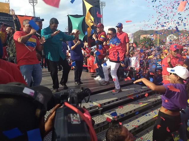 Venezuela: Por que o chavismo continua movendo multidões?