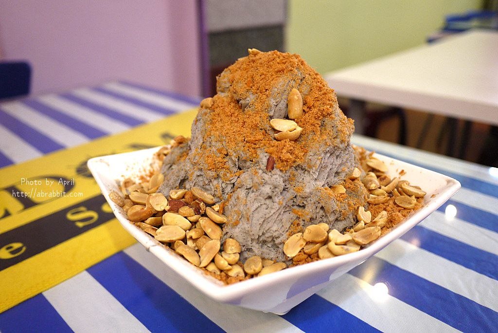 28125754838 6c6bc4dc53 b - 台中冰品|幸福冰館-你吃過芝麻肉鬆雪花冰嗎?周末限定的雪花冰。