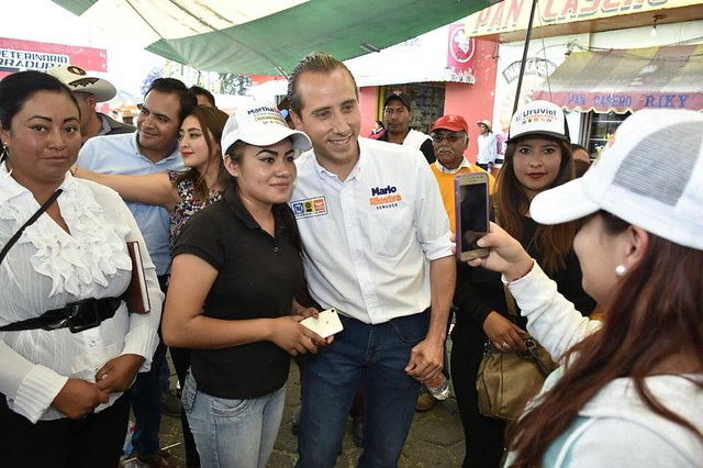 Mario Riestra escucha las propuestas de San Salvador El Seco.