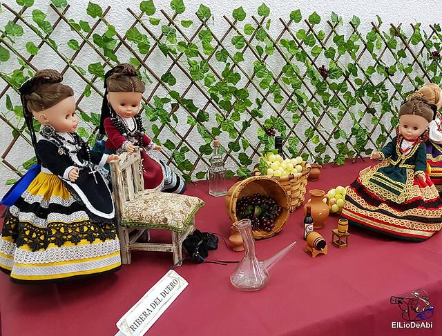 Colección en miniatura de los trajes tradicionales en la provincia de Burgos  (1)