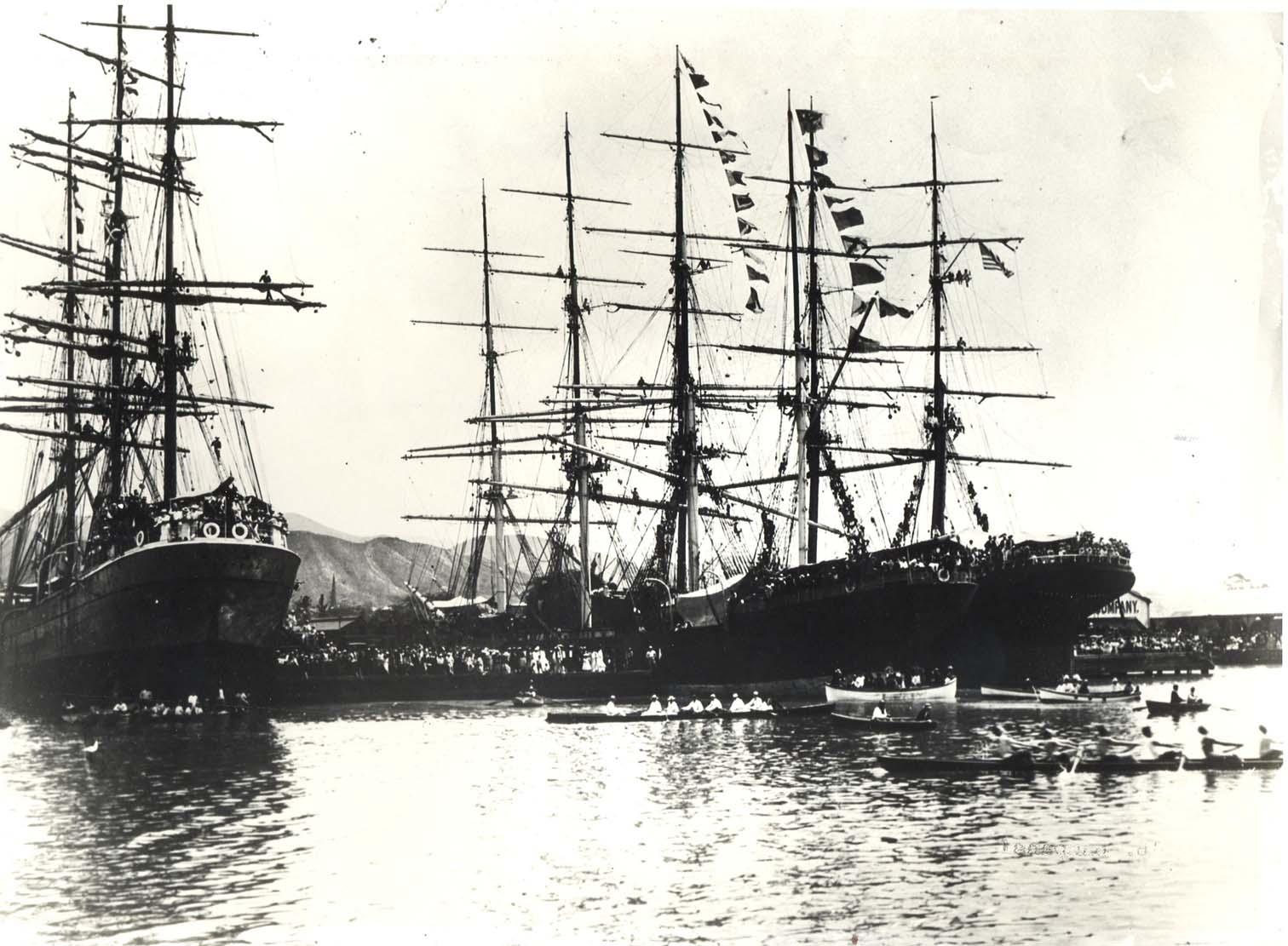 Honolulu harbor in 1900.