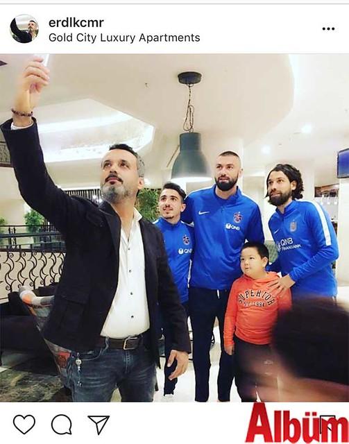 Alanya'nın sevilen isimlerinden Erdal Kaçmar, Gold City'de Trabzonspor futbol takımının oyuncularıyla birlikte yaptığı öz çekimi 'Burak Yılmaz, hoşgeldin' notuyla paylaştı.