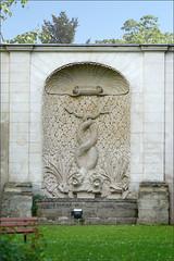 Fontaine-abreuvoir de l'ancien château des Princes de Conti à Issy-les-Moulineaux